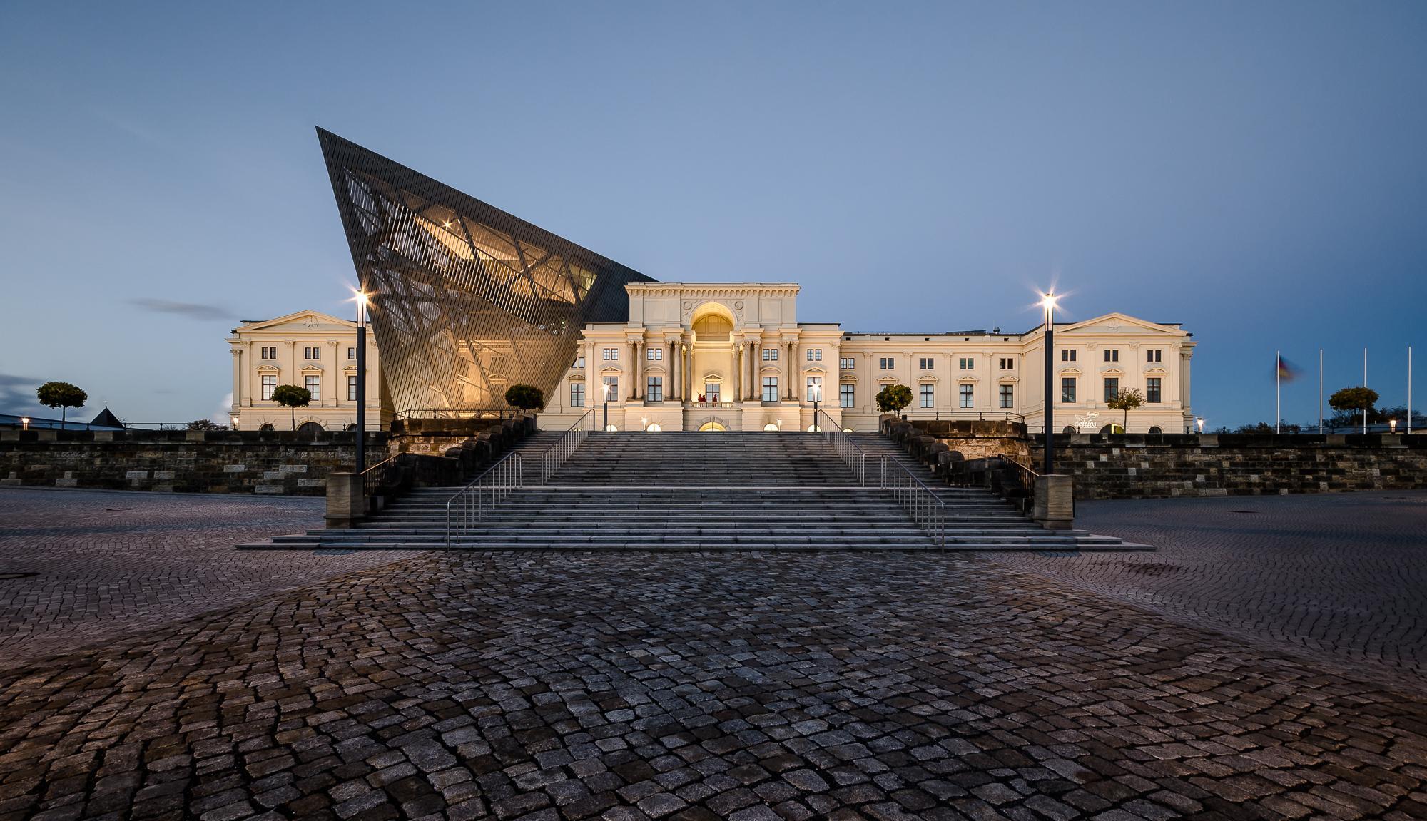 Дрезден - Военно-исторический музей   Турнавигатор